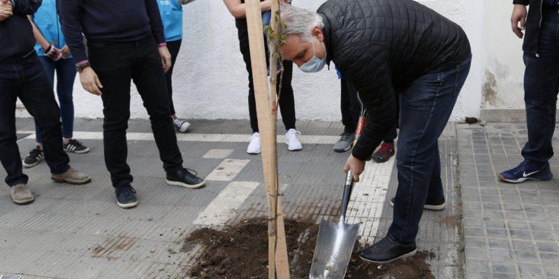En El Aniversario De Barrio Alberdi, Plantaron 250 árboles