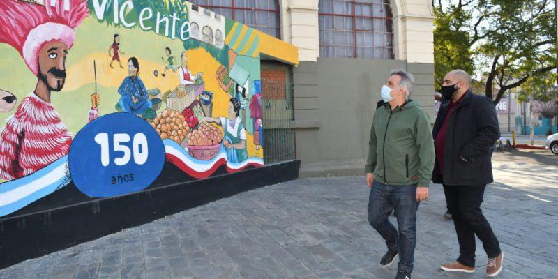 Llaryora Visitó Los Murales De San Vicente Y Su Cementerio