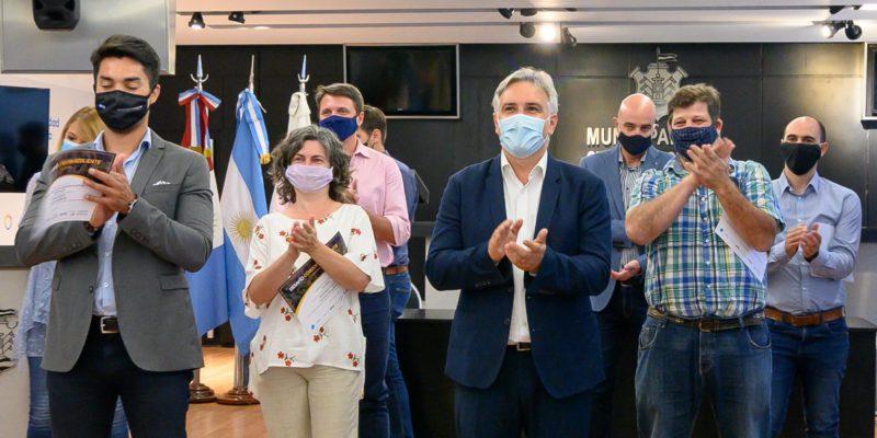 Llaryora Premió A Los Emprendimientos Ganadores Del Desafío Córdoba Resiliente