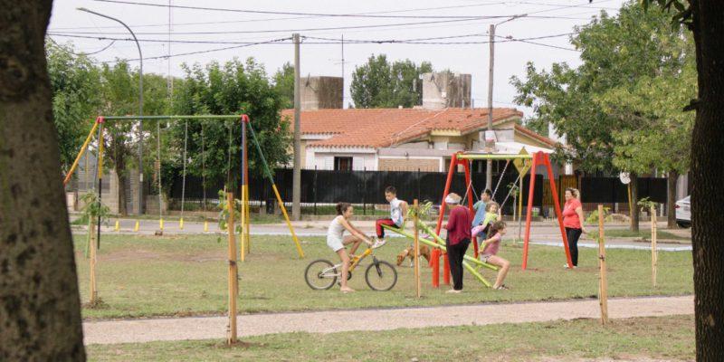 Barrio 1º De Mayo: Recuperan La Plaza Con Nuevos Juegos, Mobiliario Urbano Y Luces LED