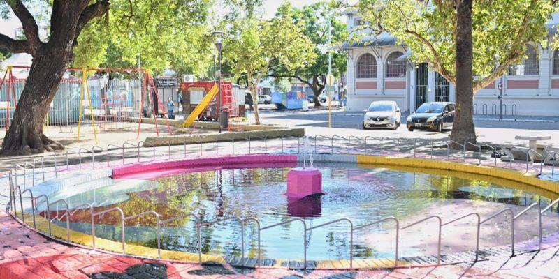 """Barrio San Vicente: La Fuente De La Plaza Mariano Moreno Luce Renovada Y Ahora Es La """"Fuente De Los Enamorados"""""""