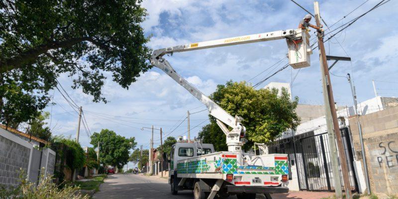 Barrio Parque Vélez Sarsfield: Alumbrado Público Trabaja Para Encender Más De 150 Luces