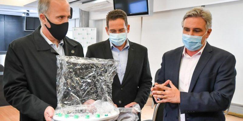 Llaryora Presentó Una Cápsula De Ventilación No Invasiva Para Pacientes Con Covid