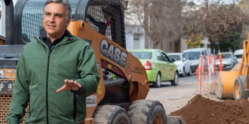 La Municipalidad Coloca Un Aliviador Cloacal Que Beneficiará A 25.000 Vecinos De Tres Barrios