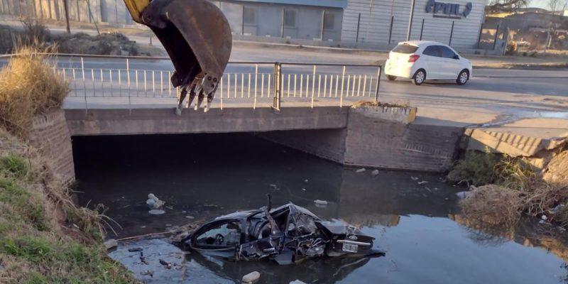 La Municipalidad Retiró Un Auto Del Canal Maestro Sur
