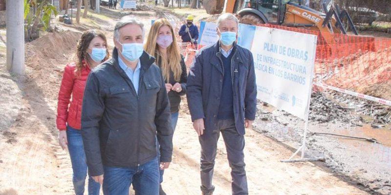 Schiaretti Y Llaryora Recorrieron Obras De Urbanización Que Provincia Y Municipio Ejecutan En Barrio Villa Unión