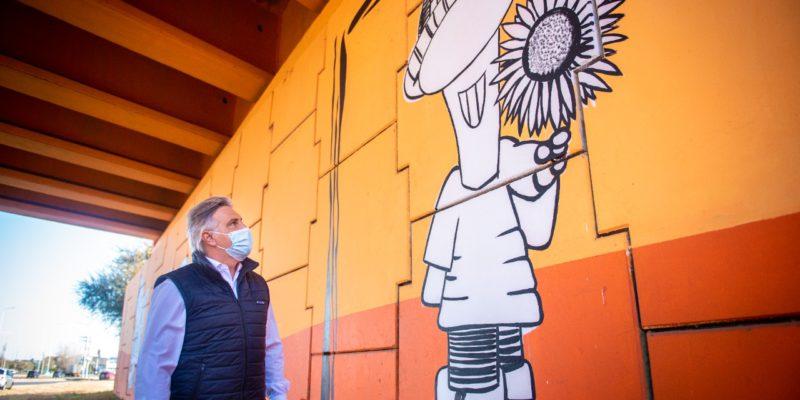 """Un Mural De Gran Formato Rinde Homenaje Al Humorista Carlos """"Negro"""" Ortíz"""