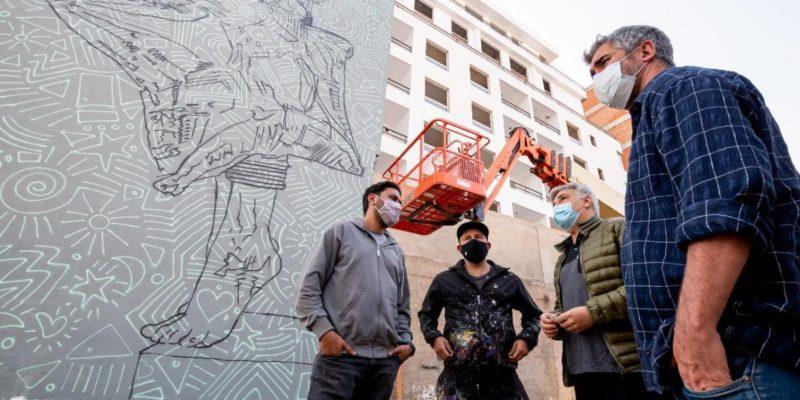 El Reconocido Artista Martín Ron Pinta Un Mural De Gran Formato En Córdoba
